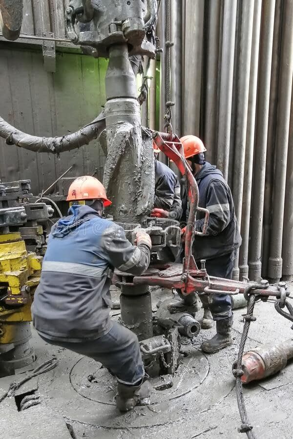 drilling-workers-busy-working-casing-two-drilling-crew-workers-dismantle-bottom-drill-string-unscrewing